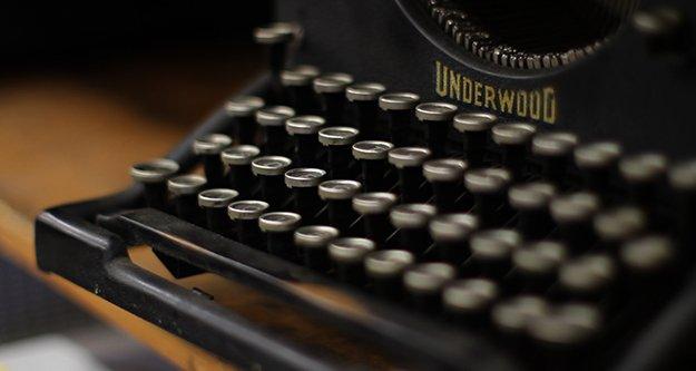 23275-banner-typewriter